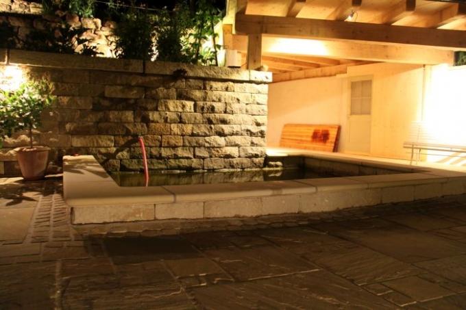 beleuchtung g rten bei nacht g rten atmosph re bei nacht wohnraumerweiterung im freien. Black Bedroom Furniture Sets. Home Design Ideas